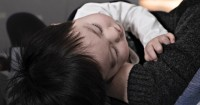 Mitos atau Fakta, Mencukur Rambut Bayi Bikin Tumbuh Lebat