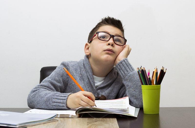 6. Beri tahu anak bahaya menunda-nunda pekerjaan