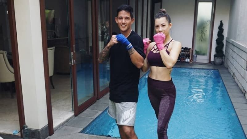 3. Workout bersama suami