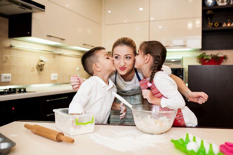 4. Membuat makanan sehat bersama