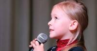 8 Selebriti Muda Hollywood Pantas Jadi Idola Anak