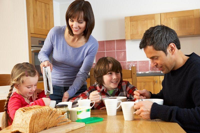 4. Jangan memaksa biarkan Papa menikmati latihan mengurus anak
