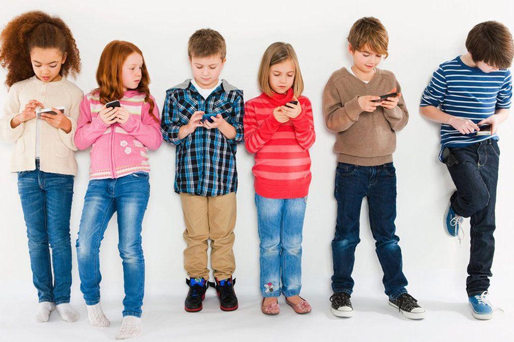 3. Mewajibkan anak merawat smartphone baik