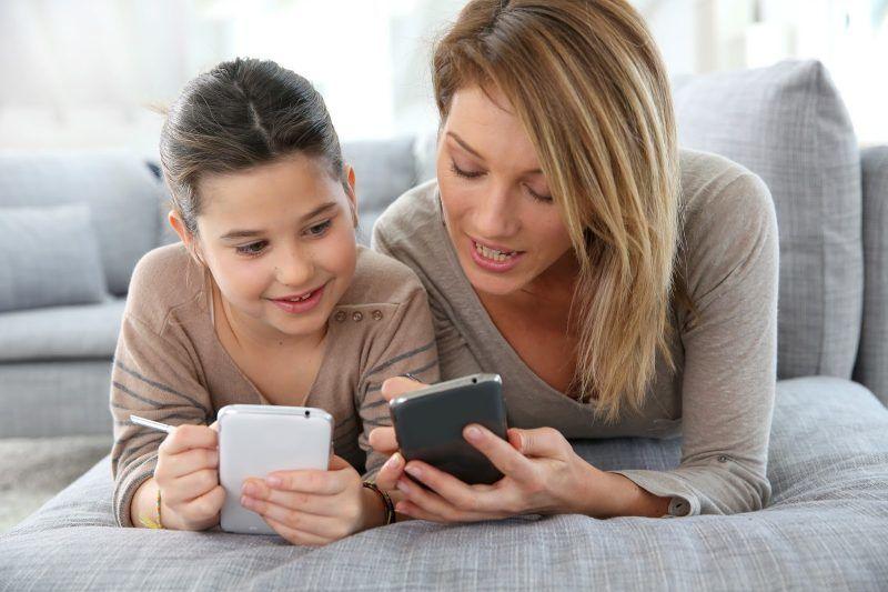 Mama, Ini 4 Cara Membatasi Penggunaan Smartphone Anak