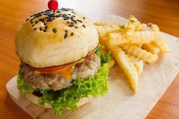 6. Seminimal mungkin mengonsumsi junk food atau cemilan