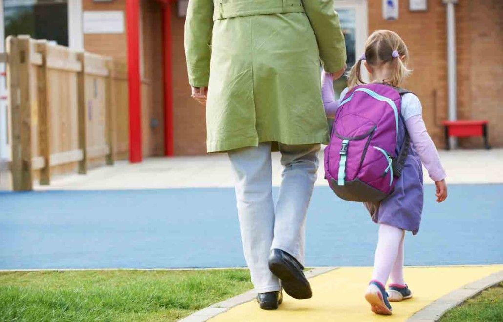 2. Kunjungi sekolah bersama anak