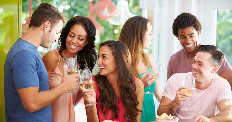 6. Membatalkan hadir sebuah undangan pesta