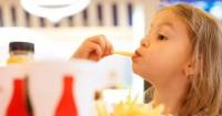 Wah, Ini Bahaya Junk Food Bagi Anak