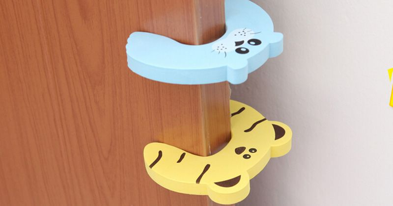 1. Desain pintu sulit dibuka-tutup anak