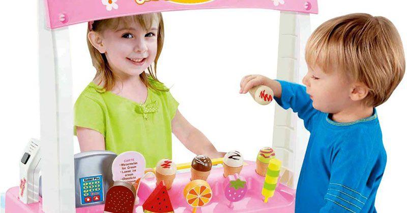 3. Mainan merangsang daya imajinasi