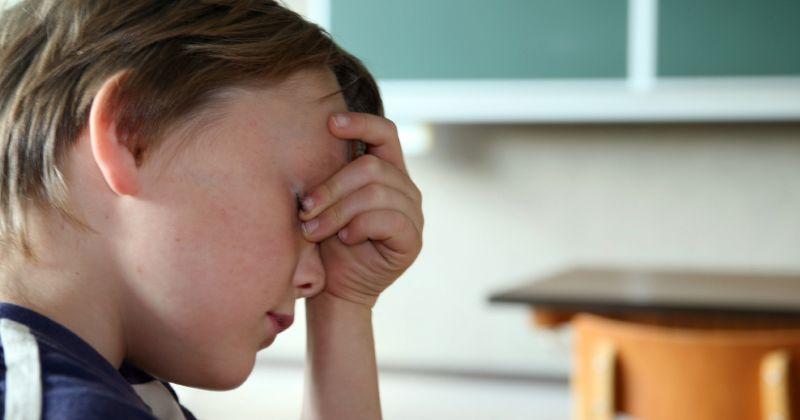 1. Menimbulkan stres, cemas, trauma