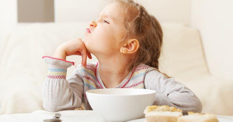 2. Memaksa makan anak bisa buat ia jadi keras kepala