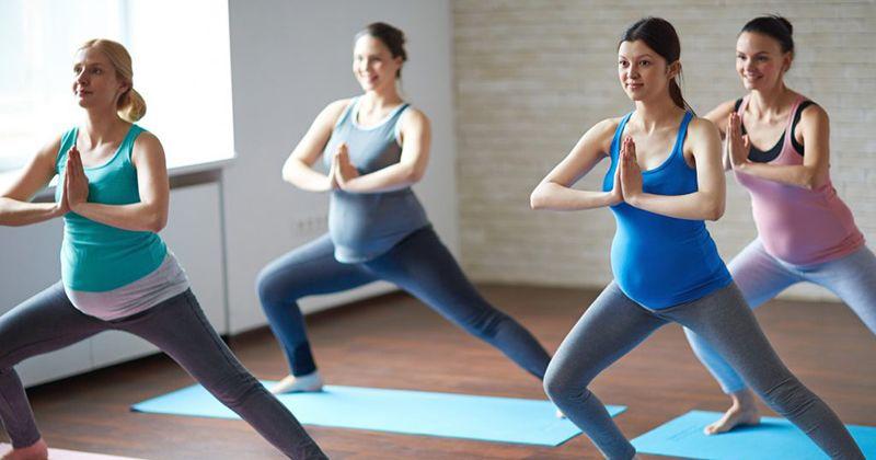 1. Prenatal yoga bisa dilakukan sejak hamil muda