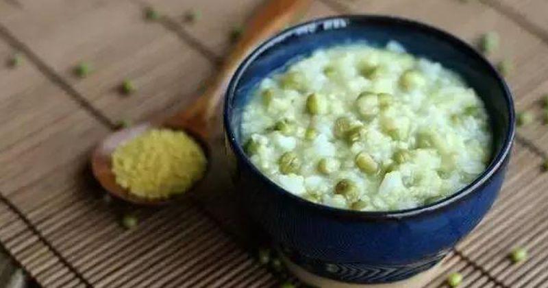 4. Bubur kacang hijau kombinasi wortel