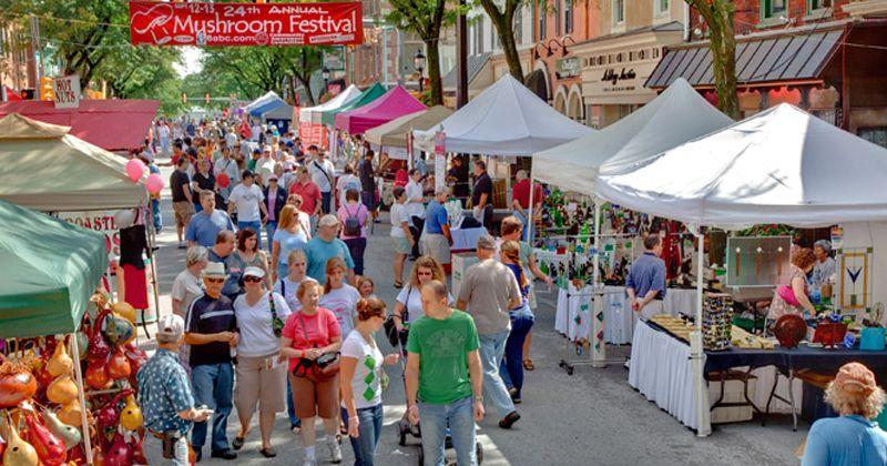 5. Buka booth bazaar festival