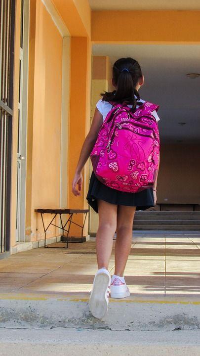 4. Bawakan pembalut tas sekolah ganti