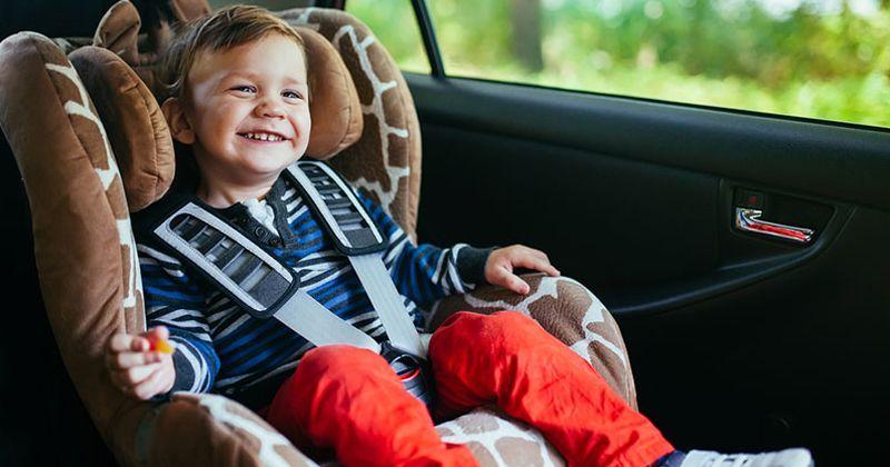 4. Jangan pernah meninggalkan anak sendiri car seat