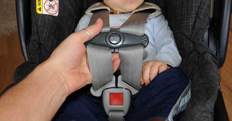2. Tidak memasang car seat benar