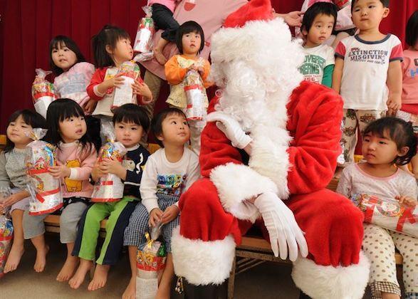 5 Pilihan Outfit si Kecil Kumpul Keluarga Saat Natal