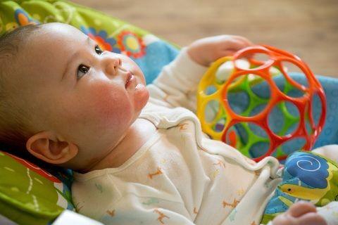 7 Mainan Terbaik Bisa Bikin Bayi Lebih Cerdas