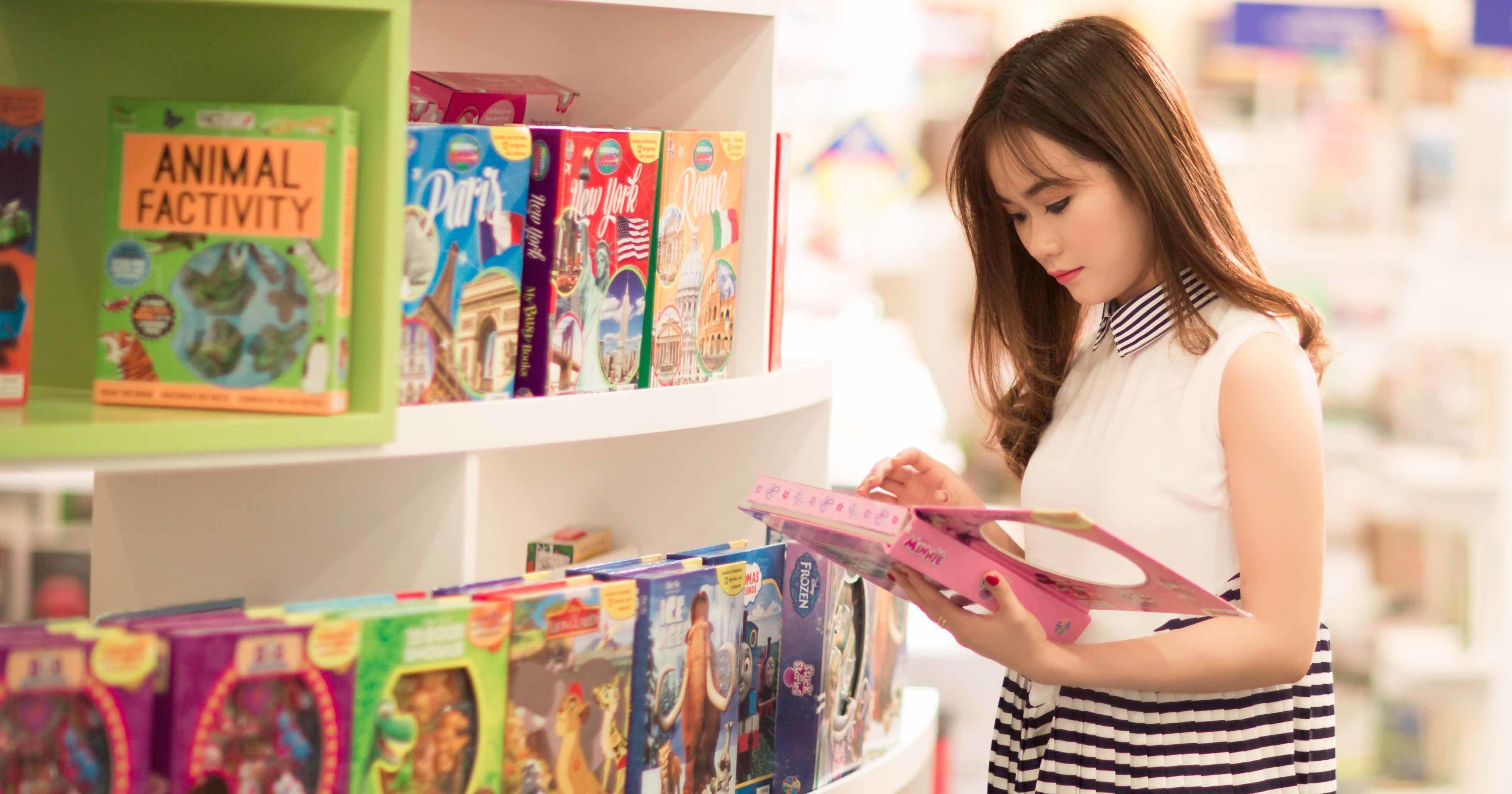 Tips Membeli Mainan Bayi