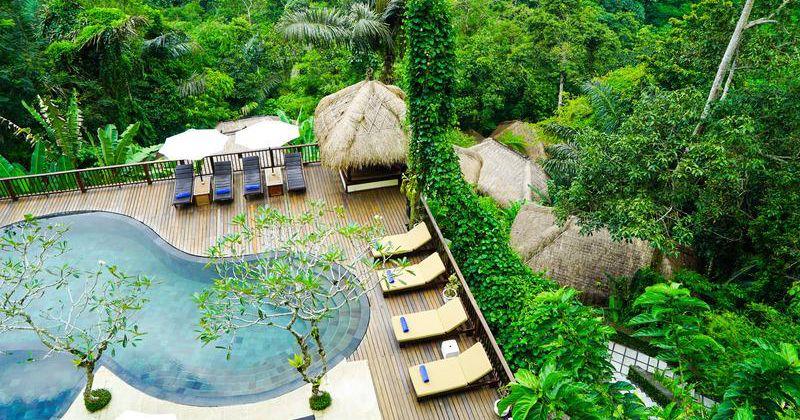 4. Suasana berenang natural nan romantis Nandini Bali