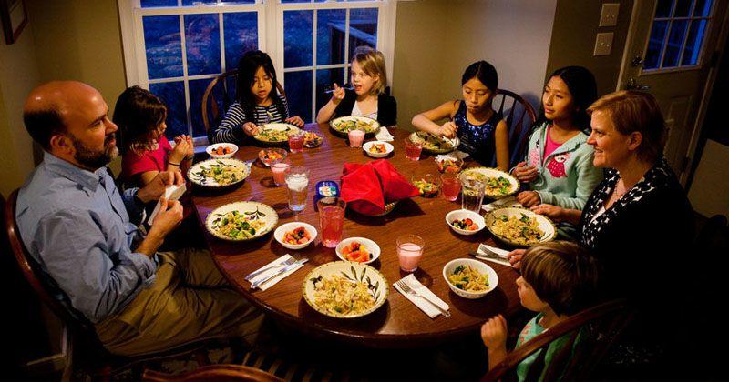 7. Makan bersama