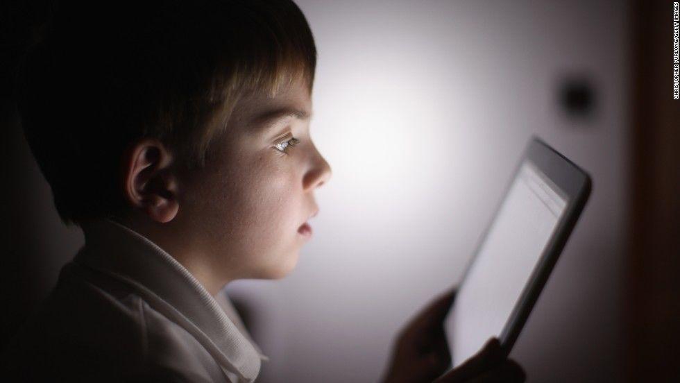 4. Hindari menatap layar gadget terlalu lama