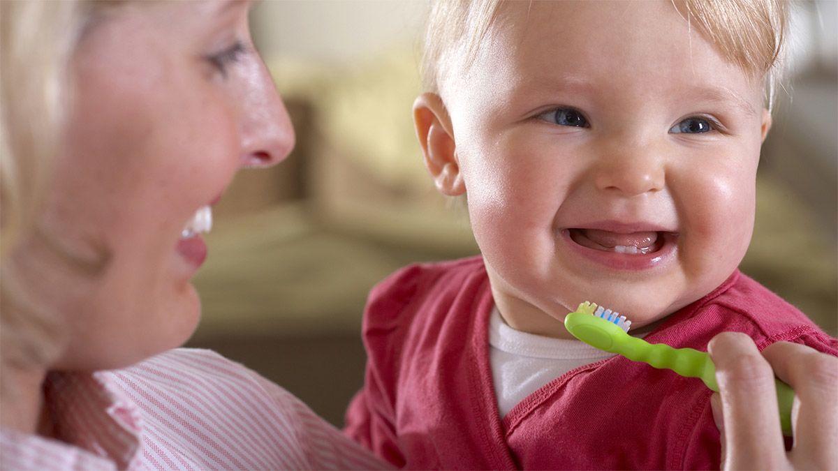 Bagaimana Merawat Gigi Bayi Baru Tumbuh