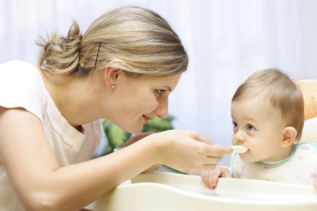 Fakta Memberi Pisang Sebelum Umur 6 Bulan Berbahaya