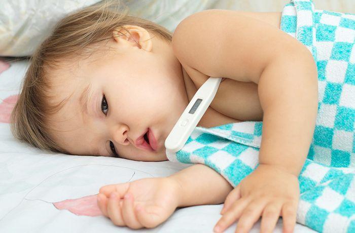 4. Cek apakah si Kecil sedang tidak enak badan atau tumbuh gigi