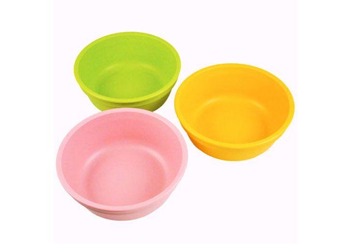 4. Gelas mangkuk plastik bisa dijadikan mainan saat mandi