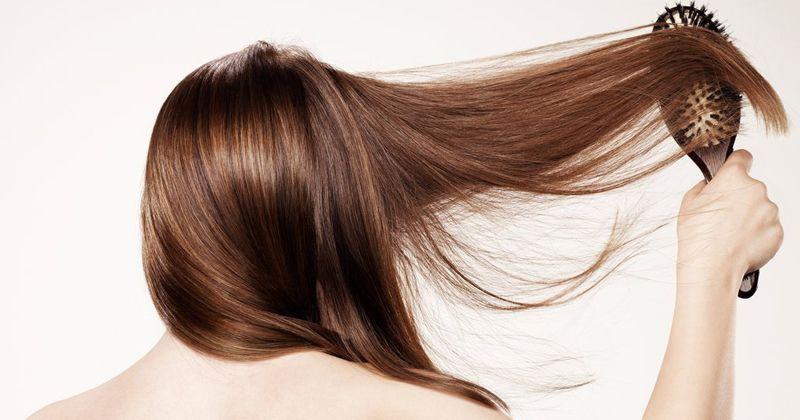 6. Jangan lupakan menata rambut