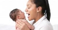 2. Biarkan Si Bayi bisa melihat Mama