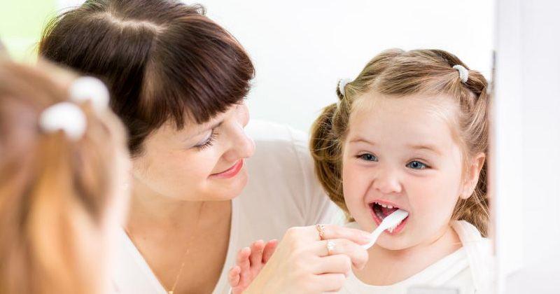 1. Mengenalkan konsep gigi cara menjaga kesehatan gigi lewat cerita seru