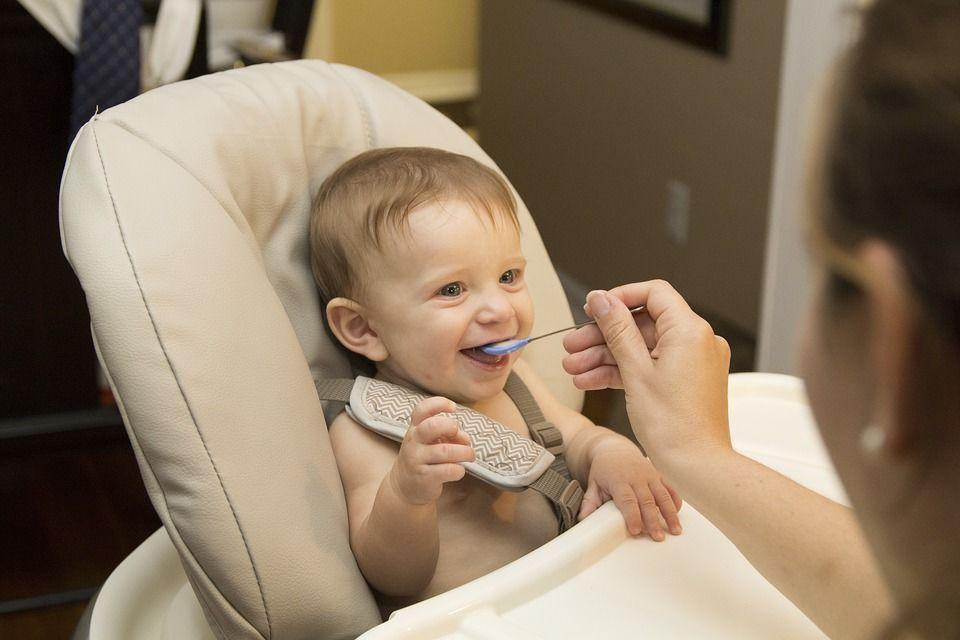 Bagaimana Membantu Bayi Agar Tertarik Mengonsumsi Sayur