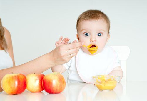 8 Makanan Bisa Berbahaya Bayi Bawah 12 Bulan
