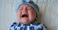 4 Cara Membantu Bayi Mengatasi Rasa Takut