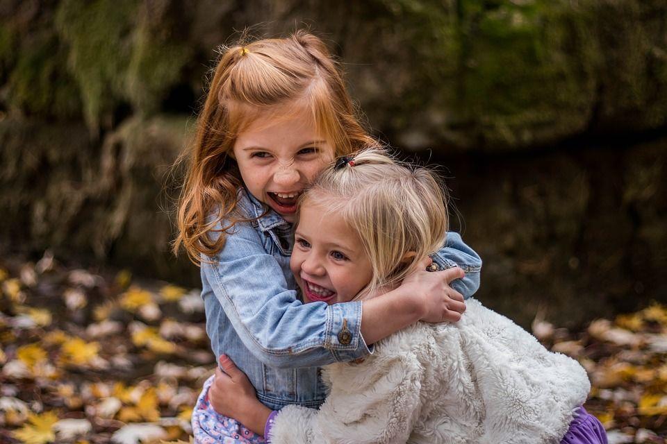 5 Cara Membuat Anak Peduli Sesama