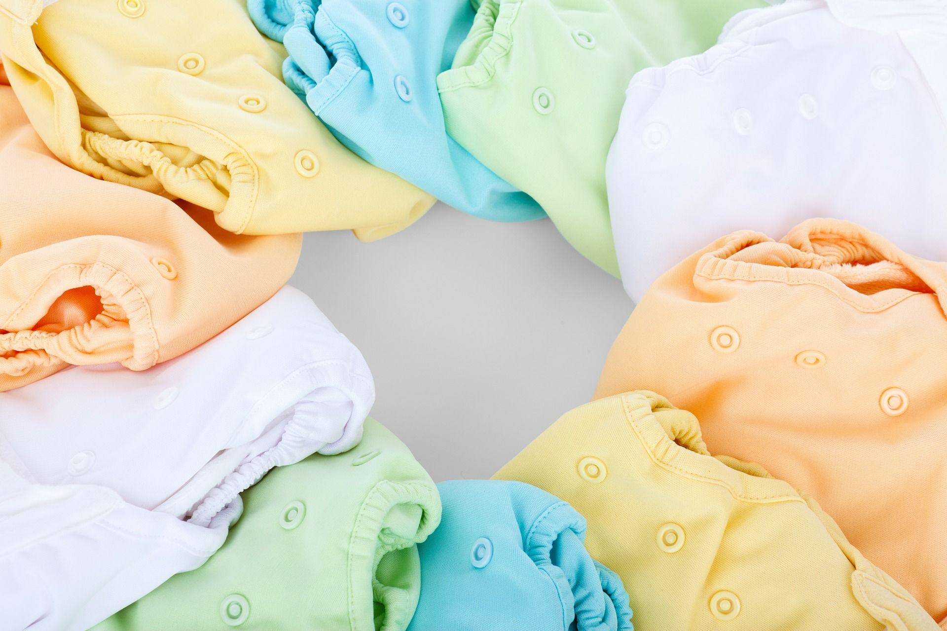 2. Cek kebutuhan dasar bayi saat ia menangis