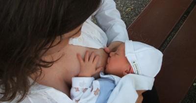 Studi Terbaru: Menyusui Dapat Menurunkan Risiko Alergi pada Bayi