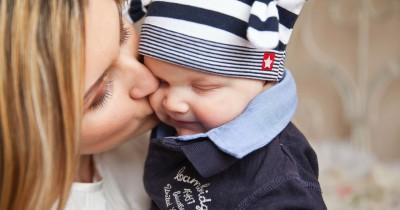 Wajib Tahu Penting Memberikan Perhatian Positif Bayi