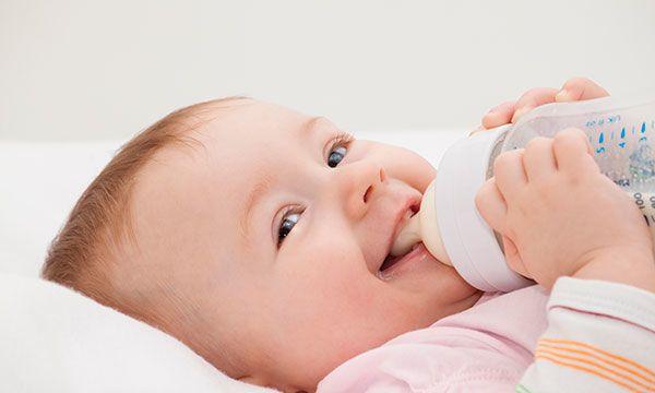 Ini 6 Tips Memilih Botol Susu Aman Buat si Kecil