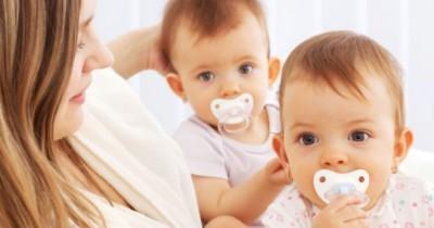 Cara Menyusui Bayi Kembar, Ketahui Trik Mama Pasti Bisa