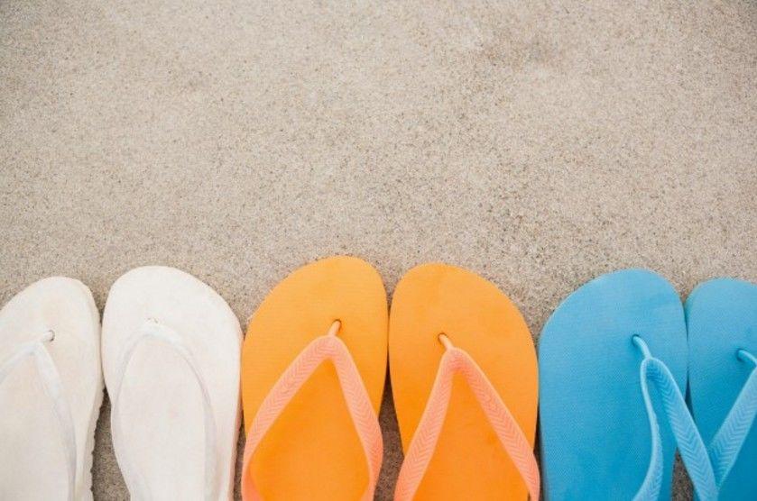 3. Sandal jepit jika harus mengejar si Kecil