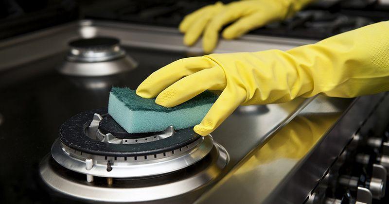 2. Bersihkan tungku kompor krim khusus