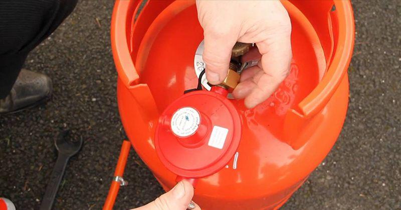 4. Cek selang regulator tabung gas secara berkala