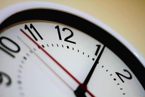 7. Membantu anak membuat jadwal belajar