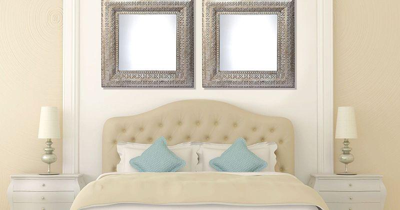 8. Cermin atas ranjang