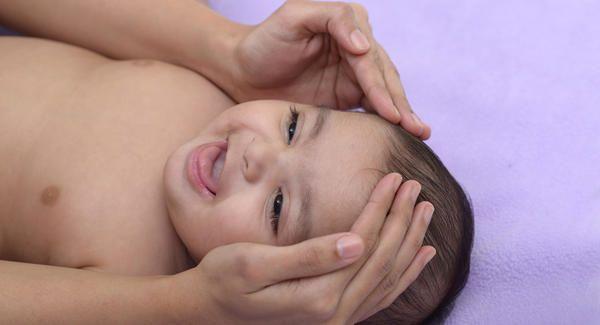 5. Lembabkan rambut sejak bayi